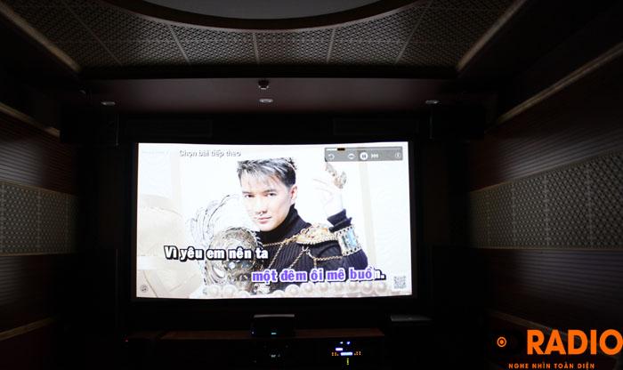 Hát karaoke với màn hình lên tới 140inch - Hình 1