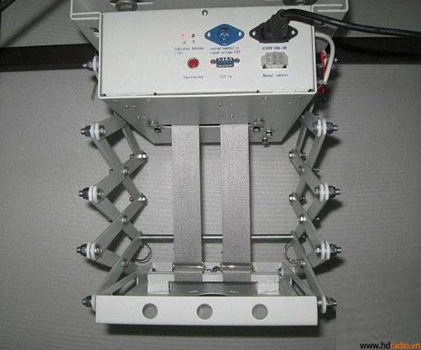 Giá treo máy chiếu điện tử ECM35 khi thả xuống