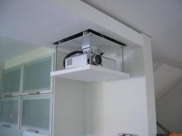 Khi thả giá treo máy chiếu điện tử ECM35 trong văn phòng hẹp