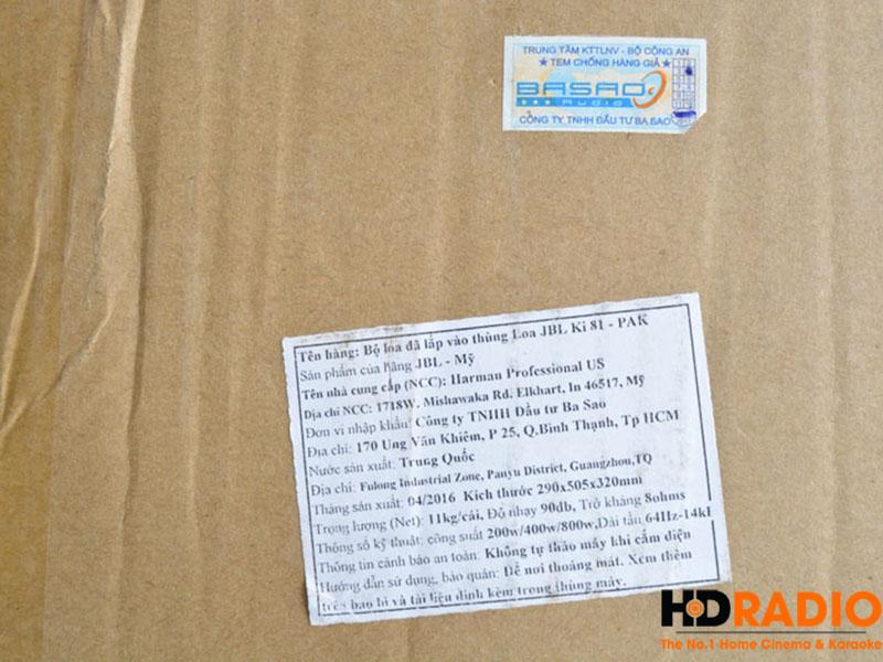 Vỏ thùng có đầy đủ tem nhà nhập khẩu, team của hãng với seri của loa