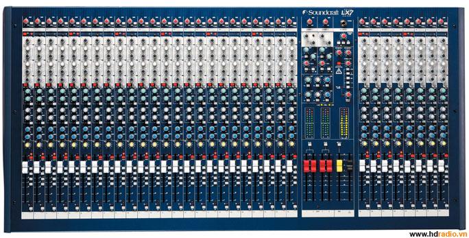 Mixer Soundcraft LX7ii/32