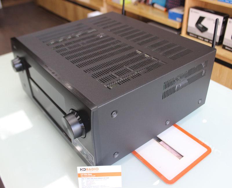 Bên cạnh phải Amply Denon AVR-X7200WA