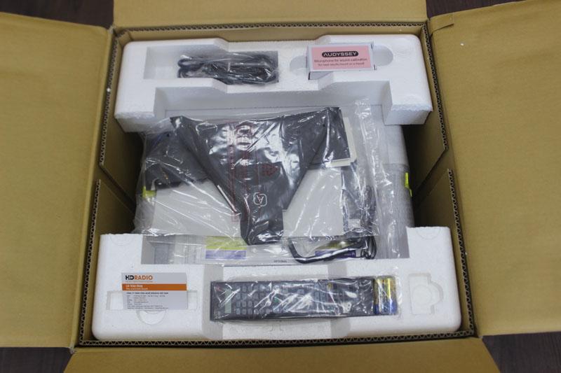 Bên trong vỏ hộp Amply Denon AVR-X7200WA