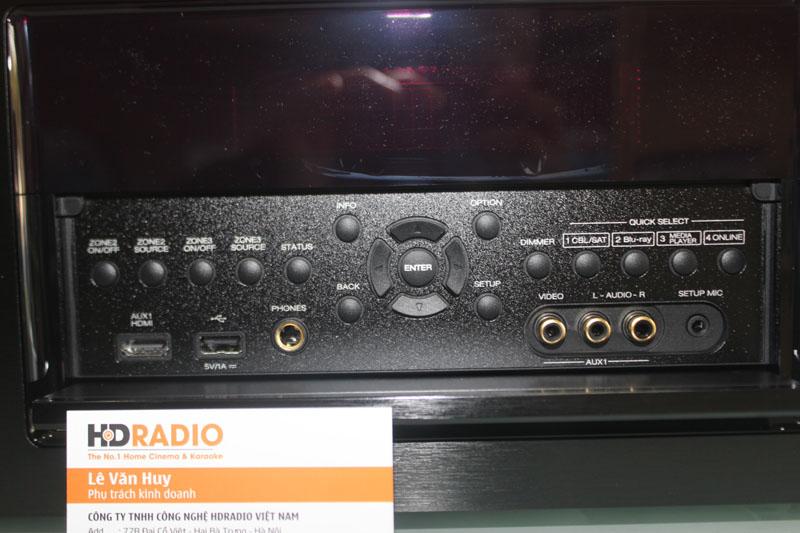 Cận cảnh bảng điều khiển nằm ở mặt trước Amply Denon AVR-X7200WA