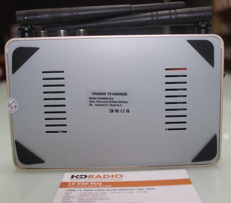 Mặt dưới VinaBox Q10 thết kế các khe tản nhiệt