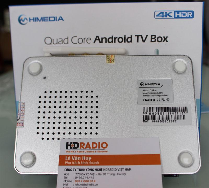 Mặt dưới HiMedia Q5 Pro có hệ thống tản nhiệt, giúp máy mát hơn.