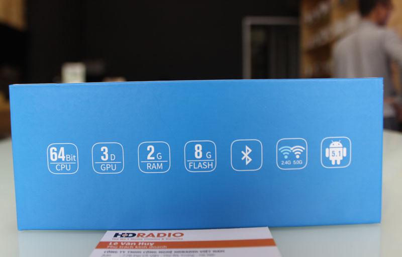 Cạnh bên HiMedia Q5 Pro thể hiện thông số kỹ thuật của Box