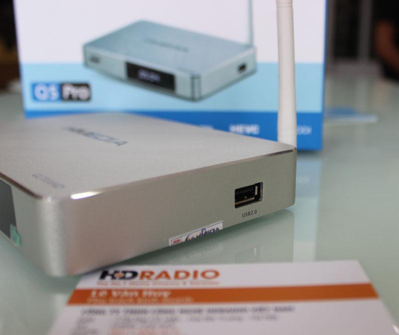 Bên cạnh phải HiMedia Q5 Pro Có 1 cổng USB 2.0