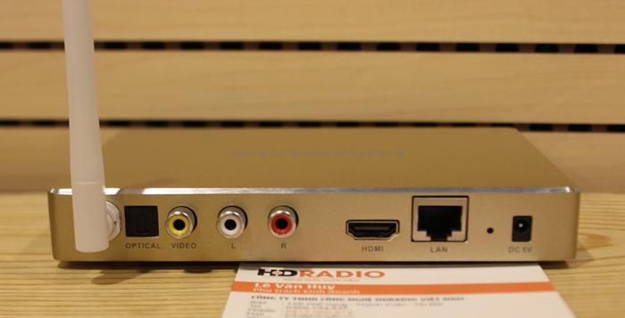 Mặt sau của của Himedia Q8 với đầy đủ các cổng kết nối