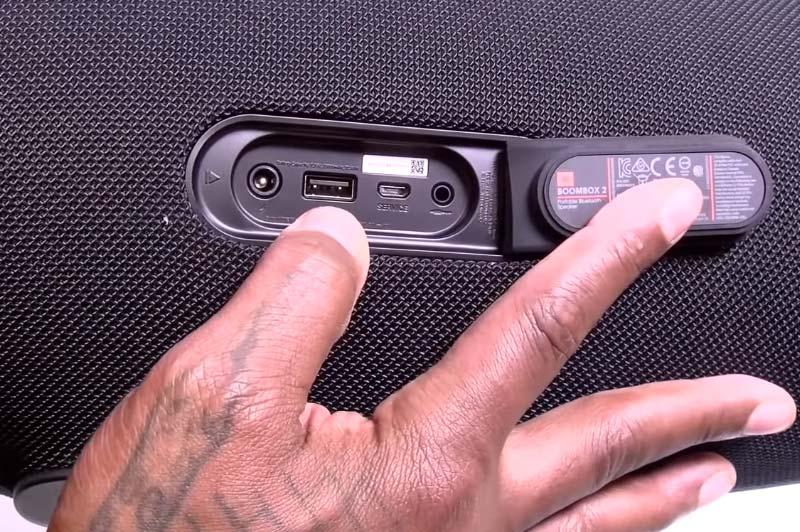 Cổng kết nối mặt sau loa JBL Boombox 2