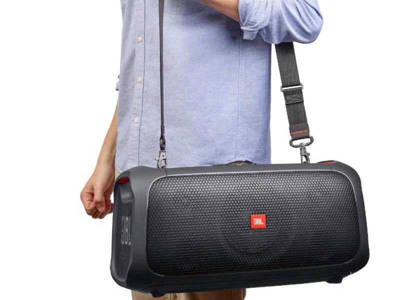 Dây đeo giúp các bạn có thể mang Loa JBL Partybox on the go đi du lịch dễ dàng