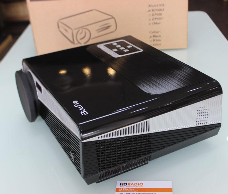 Cạnh phải Máy chiếu BullPro BP600A là hệ thống tản nhiệt