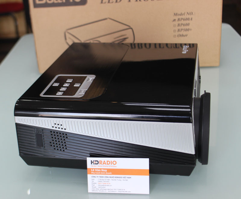 Cạnh trái Máy chiếu BullPro BP600A cũng là hệ thống tản nhiệt, giúp máy thoát hơi nóng tốt hơn