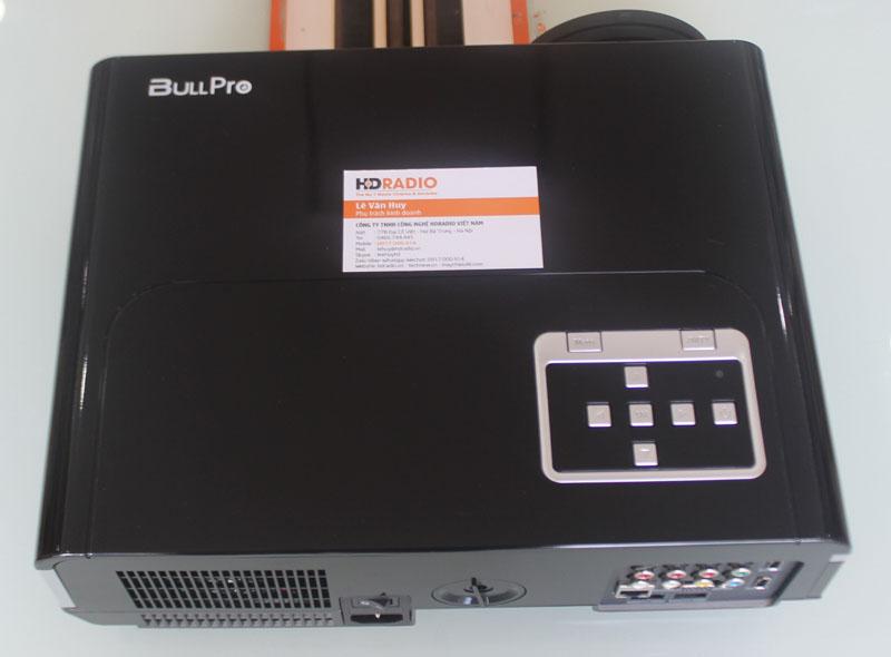Mặt trên Máy chiếu BullPro BP600A với các phim điều kiển cơ bản.