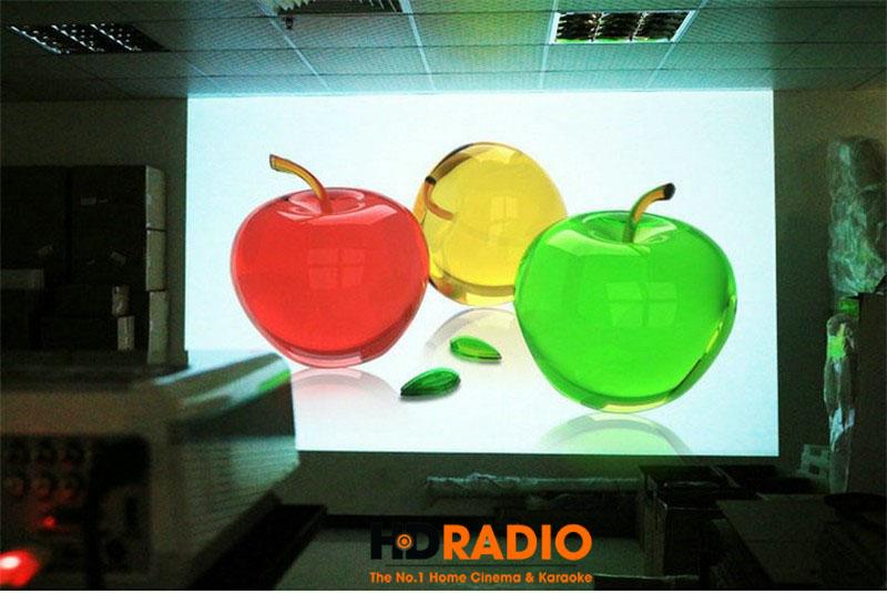 Máy chiếu giá rẻ BullPro BP600A thể hiện rõ 3 màu sắc VÀNG - XANH - ĐỎ