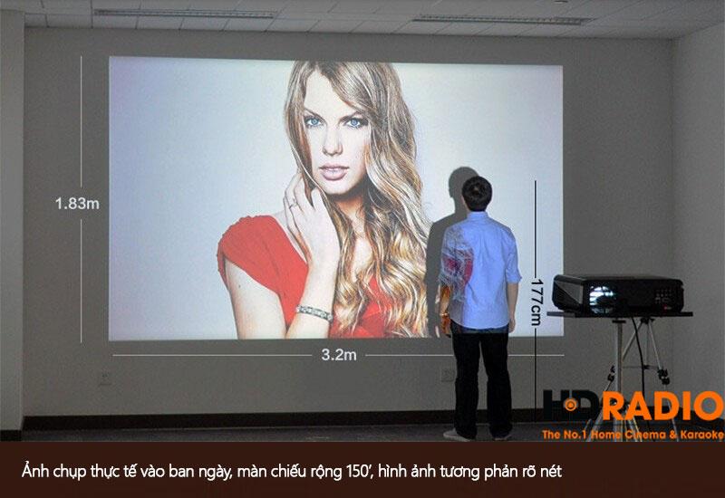 Với kích thước chiều rộng 3.2M X 1.83M chiều cao, bạn đã cảm thấy đủ phấn khích với máy chiếu BullPro BP600A