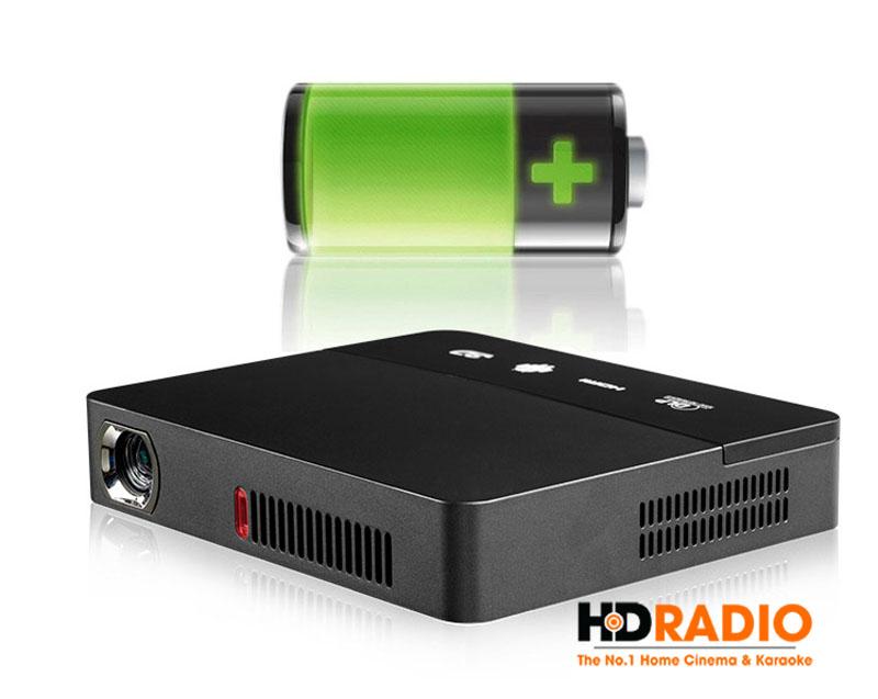 Tyco D1600 sử dụng pin 10.000mAh chiếu liên tục trong 2h