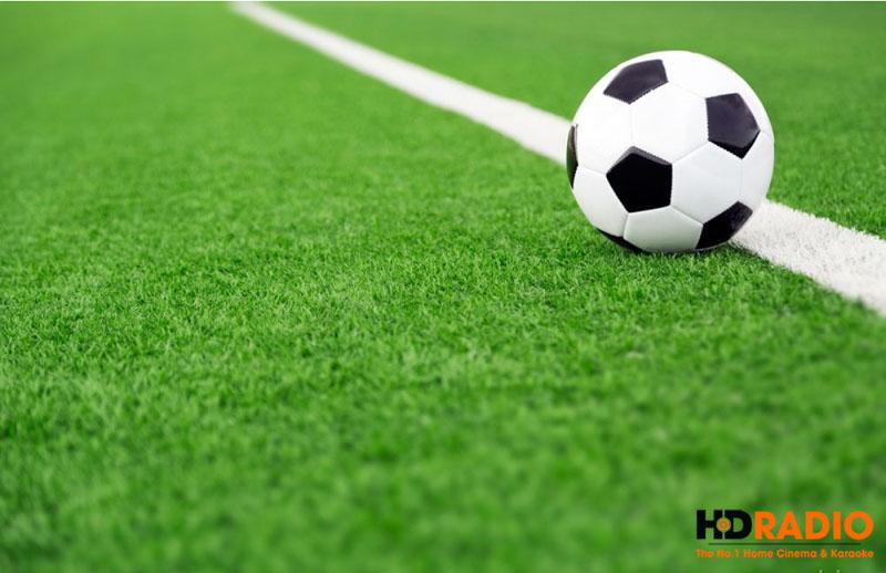 Chế độ Football Picture Mode tô điểm màu sân xanh đậm hơn, chi tiết hơn