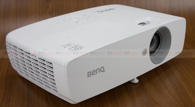 giá máy chiếu BenQ TH683