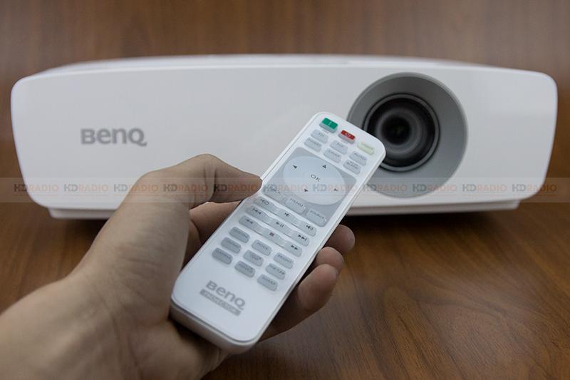 máy chiếu BenQ TH683