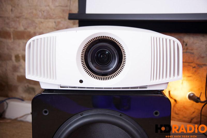 Hình ảnh thực tế tuyệt đẹp củaMáy chiếu 4K Sony VPL-VW320ES