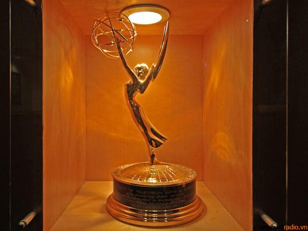 Dolby cũng đã dành được rất nhiều giải Emmy và Oscar